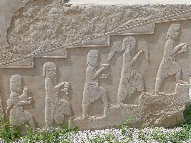 Offrandes des prêtres à Persepolis