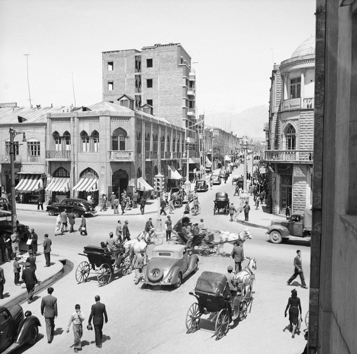 L'avenue Lalezar, 1946