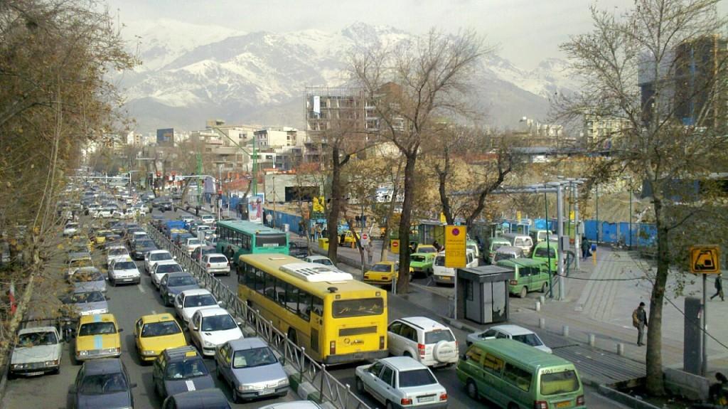 La rue Shariati, près du métro Gheitariye (2013).