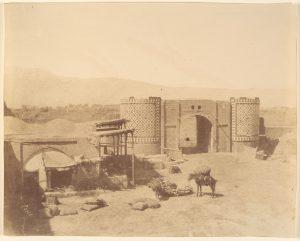Porte du Gouvernement. Photo prise entre 1840 et 1870, possiblement par Luigi Pesce (1818–1891).
