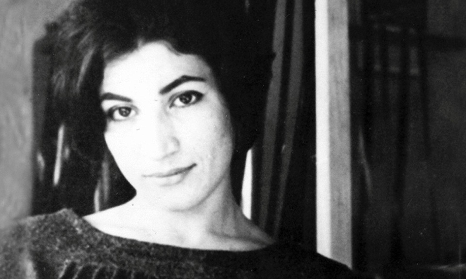 Forough Farrokhzad, décédée le 13 février 1967 dans un accident de voiture.