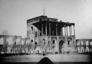 Le palais Ali Qapu en 1885.