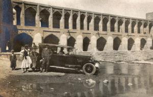 Le pont Khaju dans les années 1930.